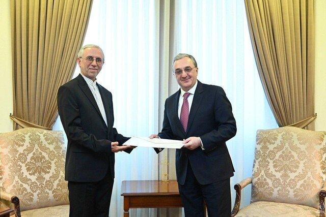سفیر جدید جمهوری اسلامیرونوشت استوارنامه خود را به وزیر امور خارجه ارمنستان تقدیم کرد.