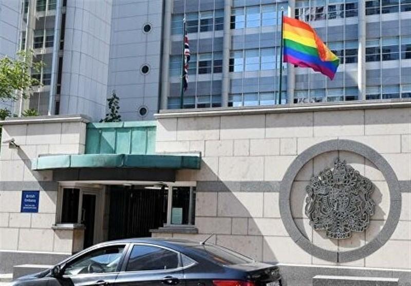 چرا روسیه با نصب نماد همجنس گرایان در سفارتخانه های غربی مخالف است؟